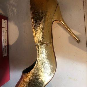 Liliana Shoes - Gold pumps